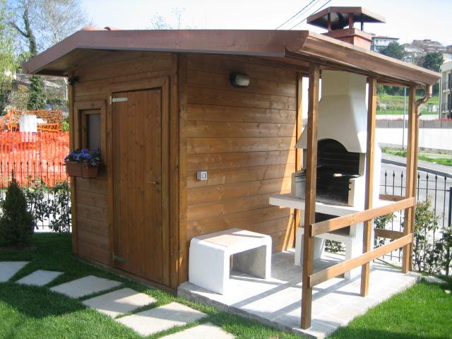 Casetta da giardino con veranda idee per interni e mobili for Idee di veranda laterale