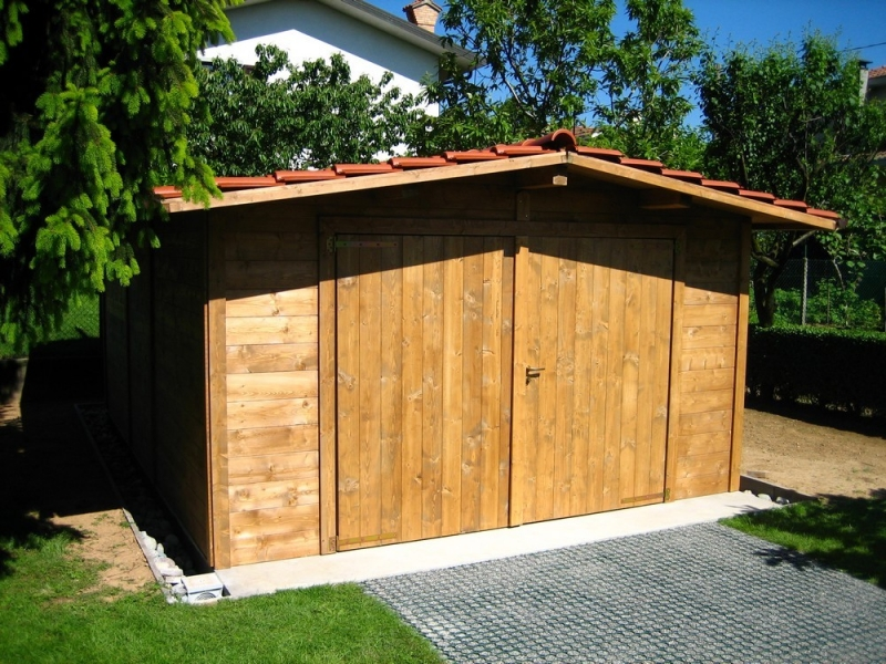 Box e tettoie in legno per auto for 2 box auto di grandi dimensioni