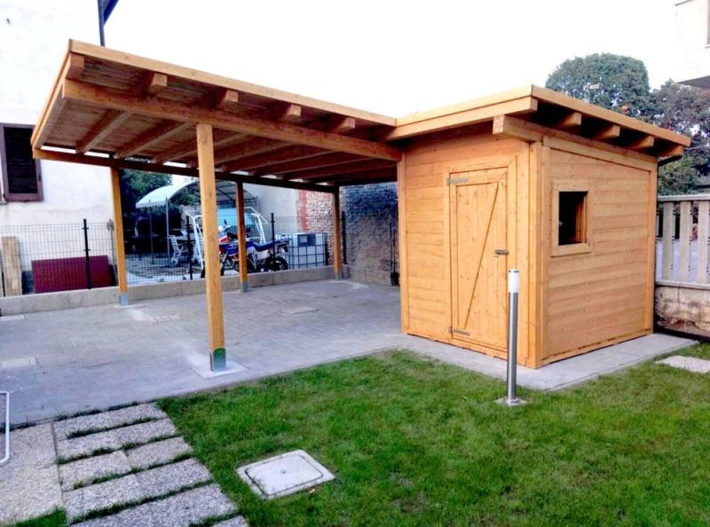 tettoia in legno per auto con casetta